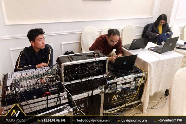 Basic sound system for events and conferences | AVVIETNAM