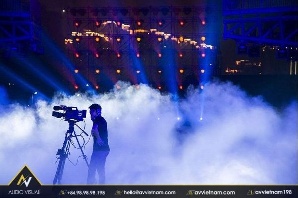 Guide: How to use and maintain stage smoke generators
